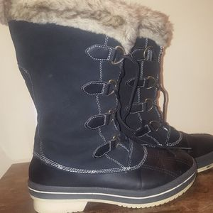 Rugged Outback snow boots.